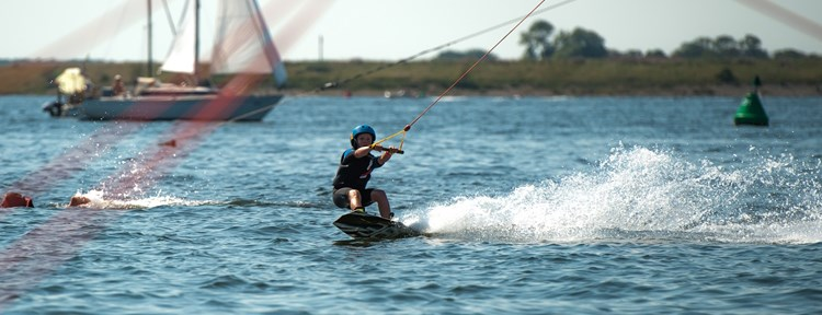 Waterski wakeboard water